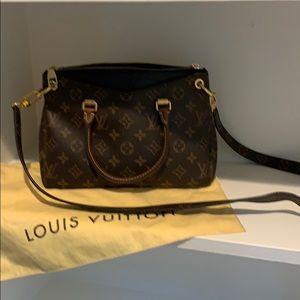 Louis Vuitton Pallas bb authentic